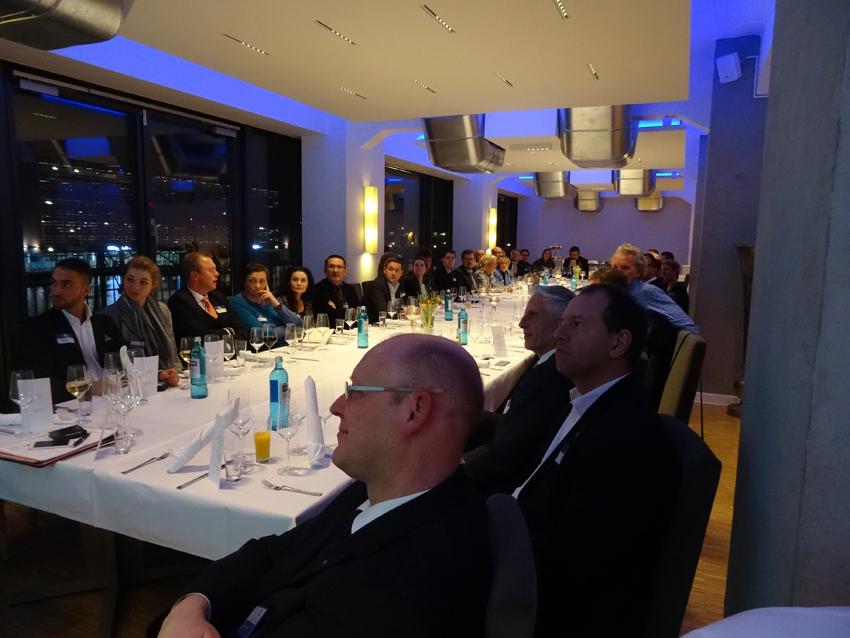 Der gut besuchte Neujahrsempfang des Marketing-Clubs Duisburg-Niederrhein im Restaurant Küppersmühle lockte mit Informationen über die neue Standortkampagne der Wirtschaftsförderung metropoleruhr GmbH (wmr). Foto: Petra Grünendahl.
