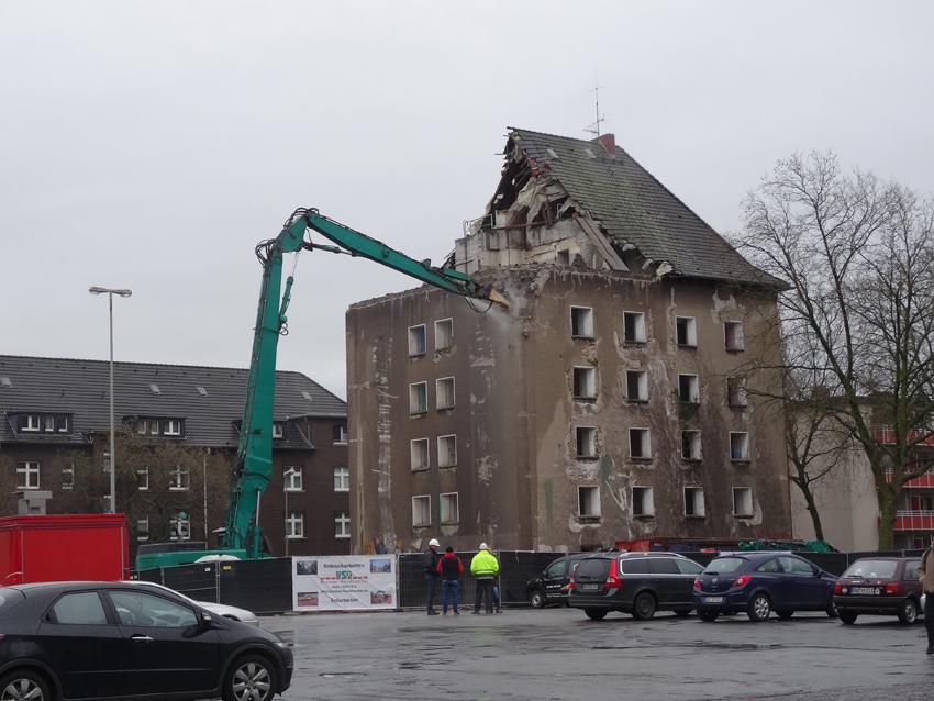 Nach dem Abriss des Hochbunkers soll der Hochfelder Markt komplett neu gestaltet werden. Fördergelder sind beantragt. Foto: Petra Grünendahl.