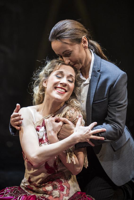 Heidi Elisabeth Meier (Zerbinetta), Katarzyna Kuncio (Der Komponist). Foto: Florian Merdes.