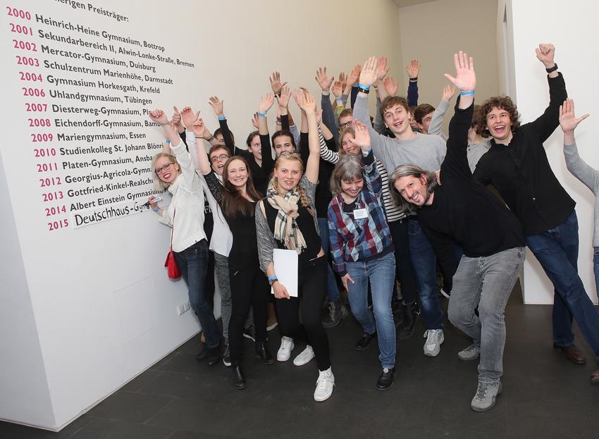 Der EVONIK Jugendkunstpreis 2016 geht an Deutschhaus - Gymnasium Würzburg. Riesenjubel bei den Jungen un Mädchen. Foto: Georg Lukas, Essen.