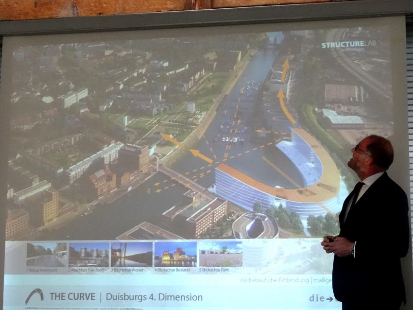 Stefan Mühling präsetierte eine visualisierte Luftbild-Ansicht vom Areal. Foto: Petra Grünendahl.