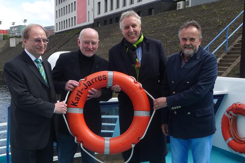 Stellten das Programm zum 23. Ruhroter Hafenfest 2016 vor (v.l.): Mr. Hafenfest Walter Pavenstedt, Dr. Bernhard Weber, Schirmherr Erich Staake und Mario Adams. Foto: Petra Grünendahl.
