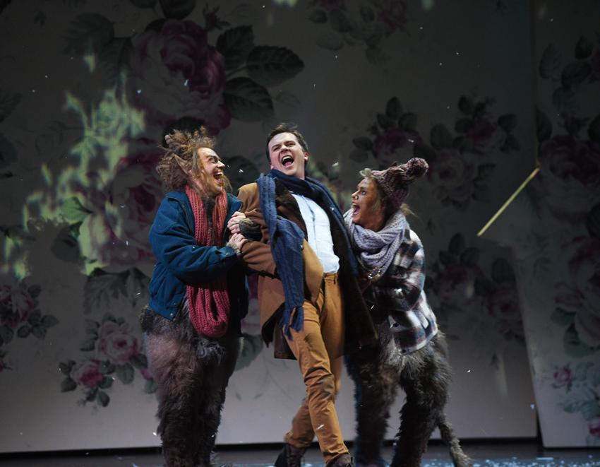 In Diensten der Schneekönigin: Conny Thimander (Trotteltroll), Dmitri Vargin (Kay), Annika Boos (Tölpeltroll). Foto: Hans Jörg Michel.