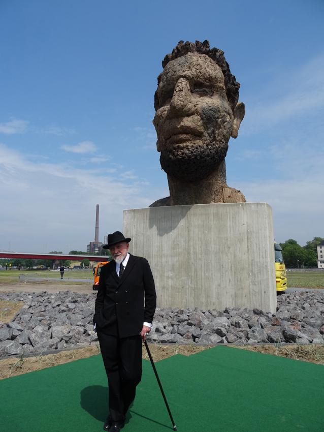 Geschenk an die Stadt Duisburg zum Hafenjubiläum: Markus  Lüpertz' Skulptur ECHO DES POSEIDON auf der Mercatorinsel. Foto: Petra Grünendahl,