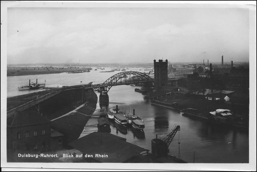 """Eisenbahnhafen mit dem alten Hebeturm der Trajektanstalt in Zeitzeugenbörse Duisburg e. V. """"Ruhrort in alten Fotografien"""", © Reinhold Stausberg / Sutton Verlag."""