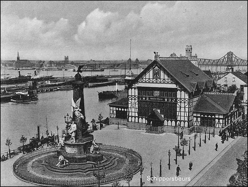 """Alte Schifferbörse mit Kaiser-Wilhelm-Denkmal in Zeitzeugenbörse Duisburg e. V. """"Ruhrort in alten Fotografien"""", © Archiv Zeitzeugenbörse / Sutton Verlag."""