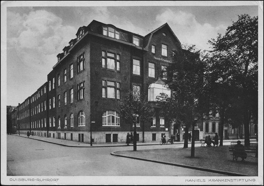 """Haniel-Krankenstiftung 1930 am Karlsplatz in Zeitzeugenbörse Duisburg e. V. """"Ruhrort in alten Fotografien"""", © Reinhold Stausberg / Sutton Verlag."""
