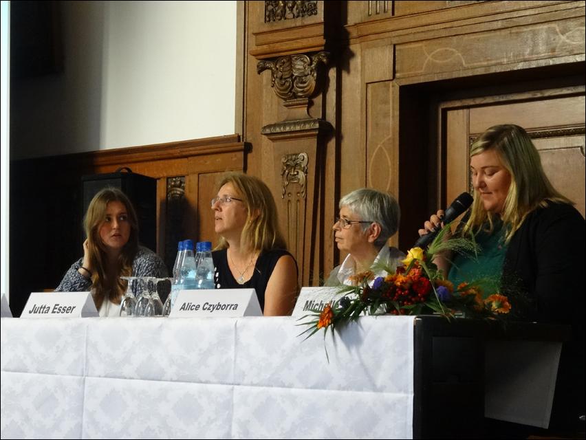 Podium (.v.l.): Kristina Risch, Jutta Esser, Alice Czyborra und Michelle Mauritz. Foto: Petra Grünendahl.
