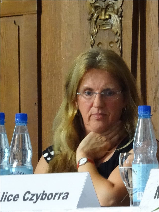 Jutta Esser aus Moers, Enkelin des Widerständlers und Moorsoldatenlied-Dichters Johann Esser. Foto: Petra Grünendahl.