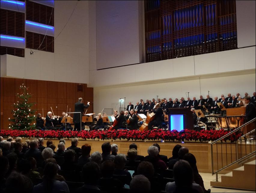 Wiehnachtskonzert der Jubliaren-Vereinigung mit dem thyssenkrupp-Chor und der Duisburger Sinfonietta. Foto: Petra Grünendahl