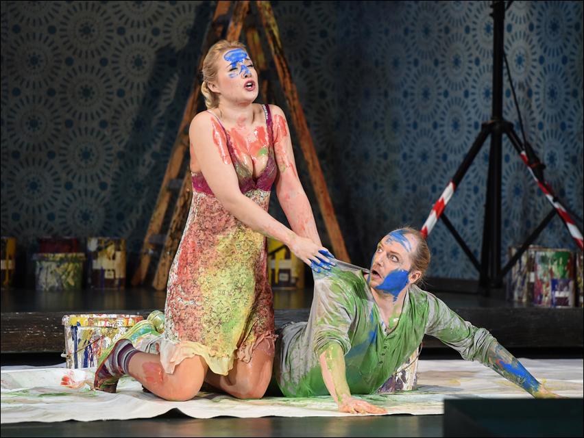 Lavinia Dames (Juliette), Cornel Frey (Armand). Foto: Hans Jörg Michel.
