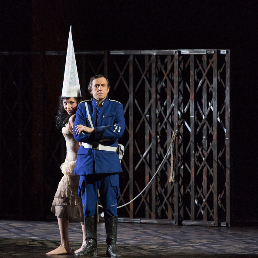 Sergej Khomov als Don José mit Maria Kataeva als Carmen. Foto: Susanne Diesner.