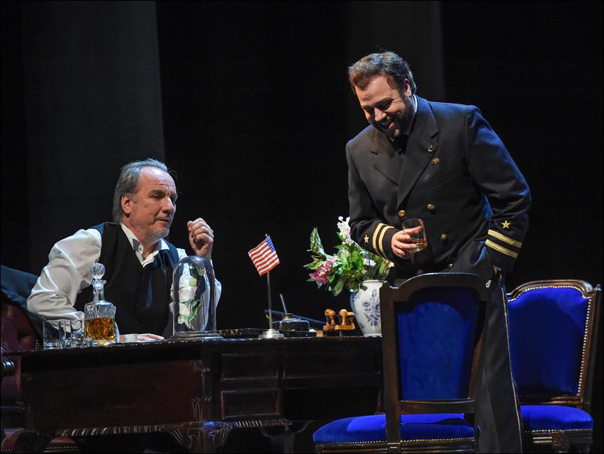 Stefan Heidemann (Konsul Sharpless), Eduardo Aladrén (Pinkerton). Foto: Hans Jörg Michel.