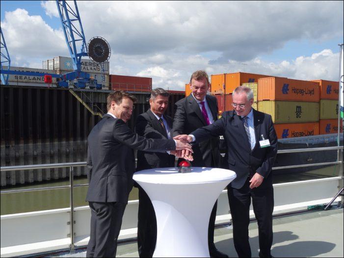 DeltaPort: Terminal-Einweihung der Contargo Rhein-Waal-Lippe im Hafen Emmelsum in Voerde