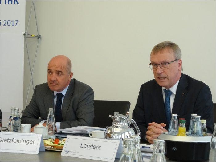 Niederrheinische IHK in Duisburg: Aktuelle Konjunkturumfrage und Forderungen an die Politik