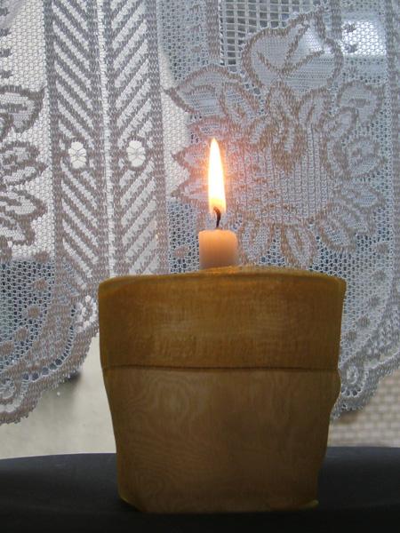 Loveparade-Katastrophe: Eine Kerze im Gedenken zum siebten Jahrestag