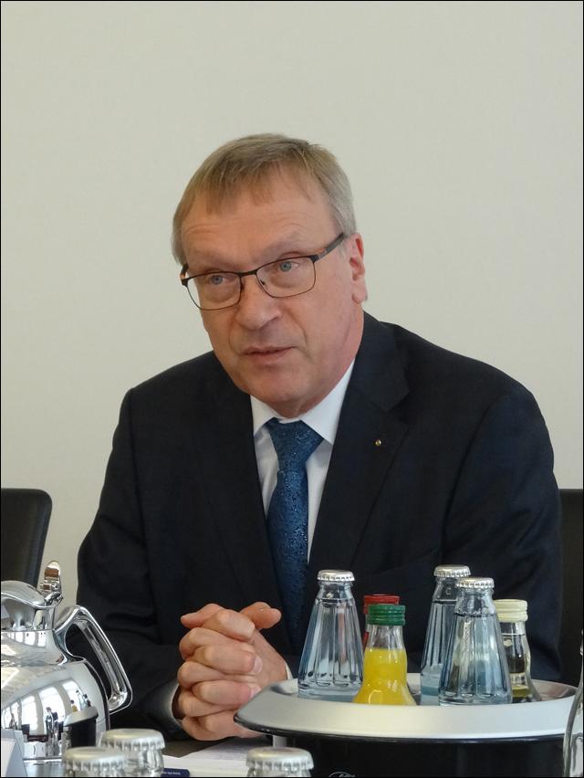 """IHK fordert Aktionsplan Infrastruktur Rheinland 2025: """"Regionale Zusammenhänge von Duisburg bis Bonn"""""""