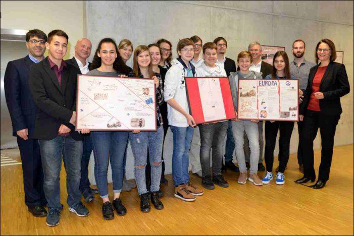 Plakatausstellung der Duisburger Europaschulen eröffnet
