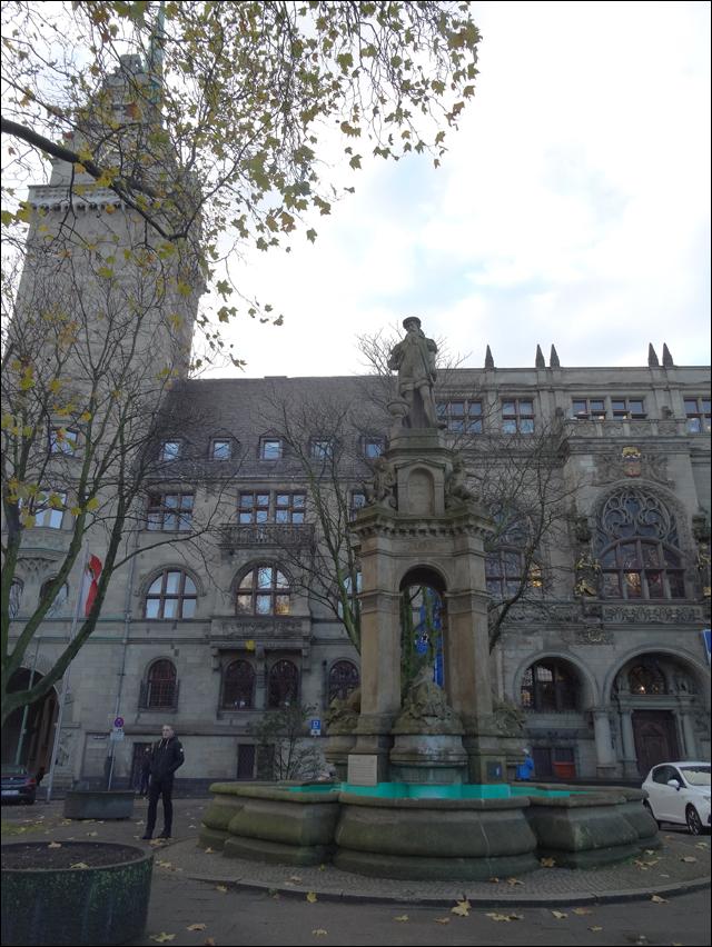 Haushaltssanierungsplan genehmigt: Stadt Duisburg stellt 50 neue Mitarbeiter ein