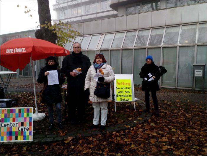 Protest vor dem Jobcenter Duisburg-Hamborn: SanktMartin statt Sanktionen
