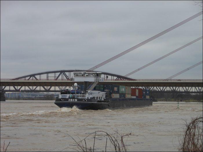 Derzeit Einschränkungen der Binnenschifffahrt durch Hochwasser an zahlreichen deutschen Flüssen