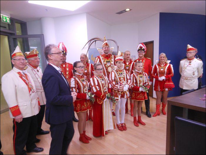 Karnevalsprinz Udo I. und Kinderprinzenpaar Kevin II. und Gina I. besuchten Duisburg Kontor im CityPalais