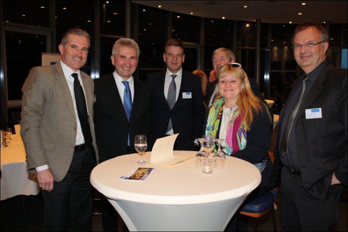 Parlamentarischer Abend in Duisburg: Andreas Pinkwart bläst vor der regionalen Wirtschaft zur Aufholjagd