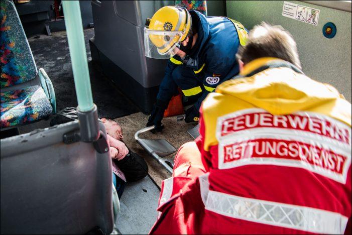 Duisburg: Gemeinsame Übung von Feuerwehr, Rettungsdienst und DVV