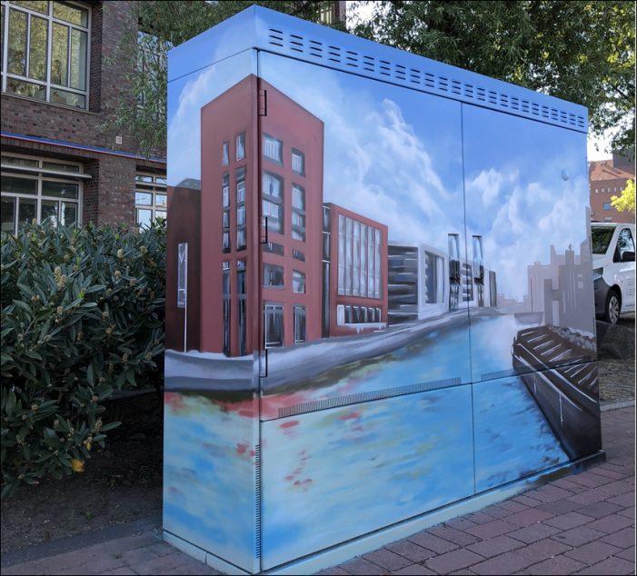 Duisburg: Graffiti vereint Historie und Gegenwärtiges auf einem Stromkasten am Innenhafen