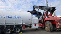 Infrastrukturprojekt von duisport, RWE und Uni Duisburg-Essen: Die ersten LNG-Fahrzeuge im Einsatz