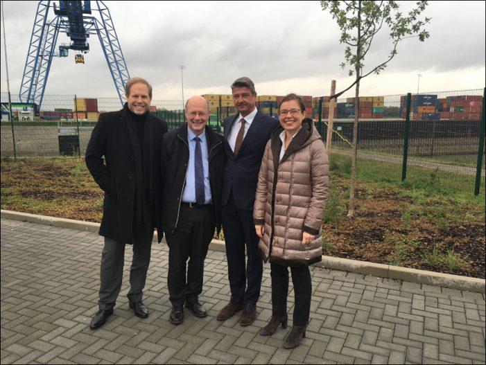 Hafengesellschaft DeltaPort geht Kooperation mit Universität Duisburg-Essen ein