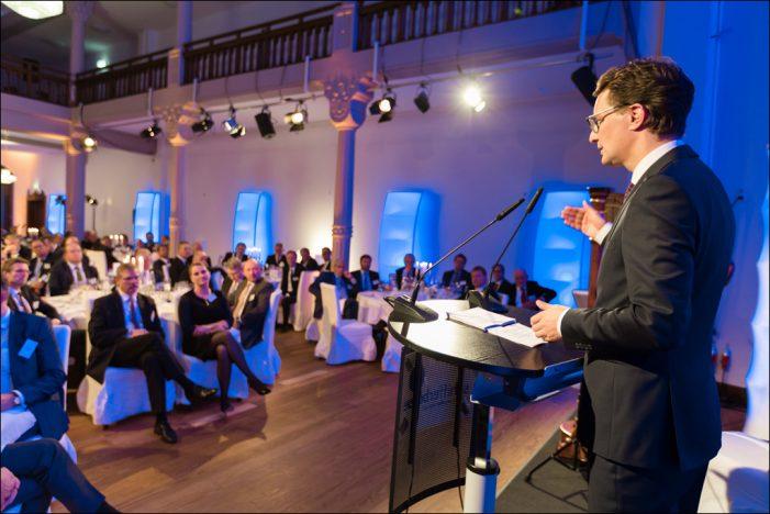 Traditionelles Schiffermahl der Schifferbörse Duisburg: Branche diskutiert über Niedrigwasser und Innovationen auf der Wasserstraße