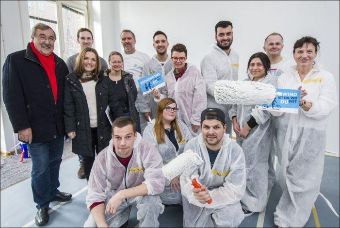 Social Day im Internationalen Zentrum in Duisburg: Targobank verhilft zu neuem Anstrich