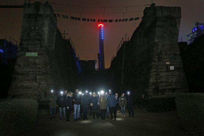 Landschaftspark Duisburg-Nord bietet wieder die Stirnlampenführungen an