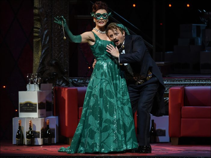 """Deutsche Oper am Rhein: Johann Strauß' """"Die Fledermaus"""" begeisterte im Theater Duisburg"""