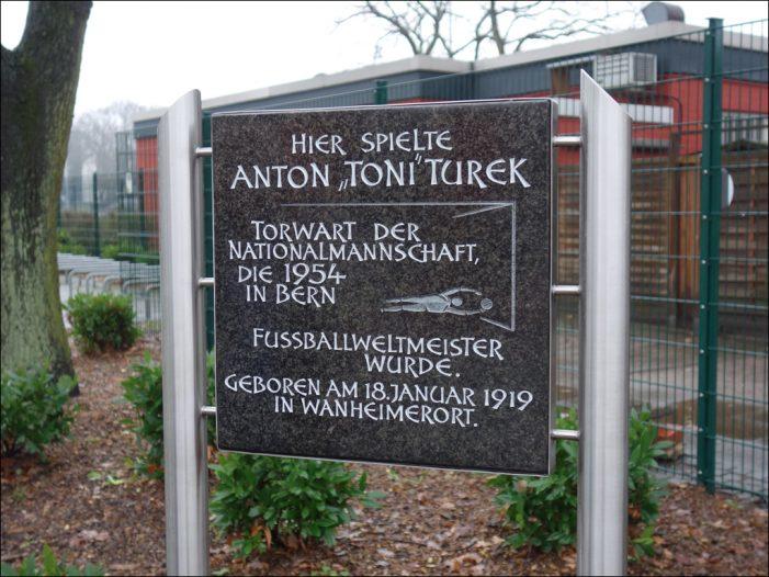 """100 Jahre """"Fußballgott"""" aus Duisburg-Wanheimerort: Die erste Toni-Turek-Biographie"""
