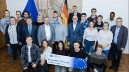 IHK-Projekt wirbt für EU-Wahl im Mai: Unternehmer bringen Europa ins Klassenzimmer