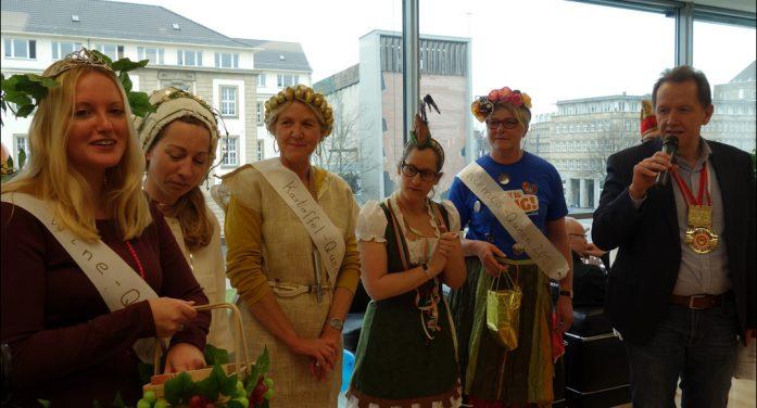 Karnevalsprinz Kevin I. und Kinderprinzenpaar Marvin II. und Alina I. besuchten Duisburg Kontor im CityPalais