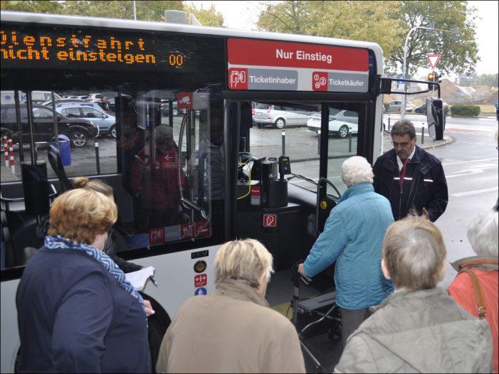 ÖPNV in Duisburg: DVG informiert über Mobilität im Alter beim Sicherheitstag für Senioren