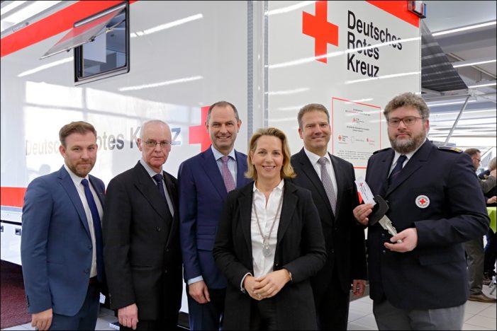 Stiftung DRK Duisburg übergibt neue mobile Einsatzleitstelle
