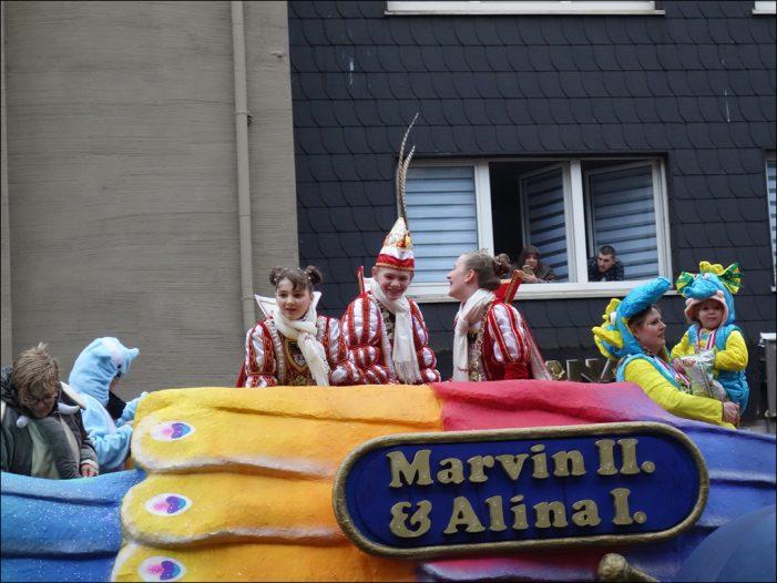 Jecken trotzten dem Wetter in Duisburg-Hamborn: 57. Niederrheinischer Kinderkarnevalszug