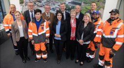 Maas-Gruppe in Moers findet Fachkräfte unter Zuwanderern: Staatssekretärin Güler würdigt Betrieb für Integration