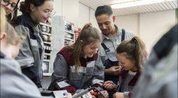 Mädchenpower in der Werkstatt: Girls' Day bei der Stahlsparte von thyssenkrupp in Duisburg