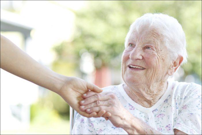Info-Broschüre von der Novitas BKK:   Kostenloser Pflegeratgeber