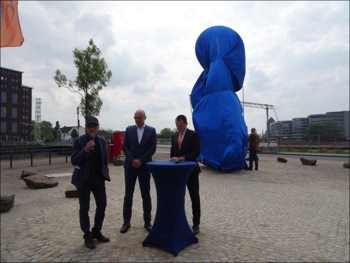 """Volksbank Rhein-Ruhr enthüllte mit Thomas Schönauers """"Cultivator"""" neues Kunstwerk im Duisburger Innenhafen"""
