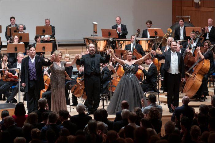 Deutsche Oper am Rhein: Das Publikum feierte Richard Wagners Götterdämmerung zur Premiere in Duisburg