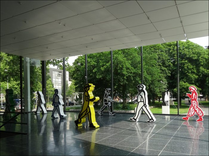 "Sculpture 21st in Duisburg: Julian Opies ""Walking Figures"" im Lehmbruck Museum"