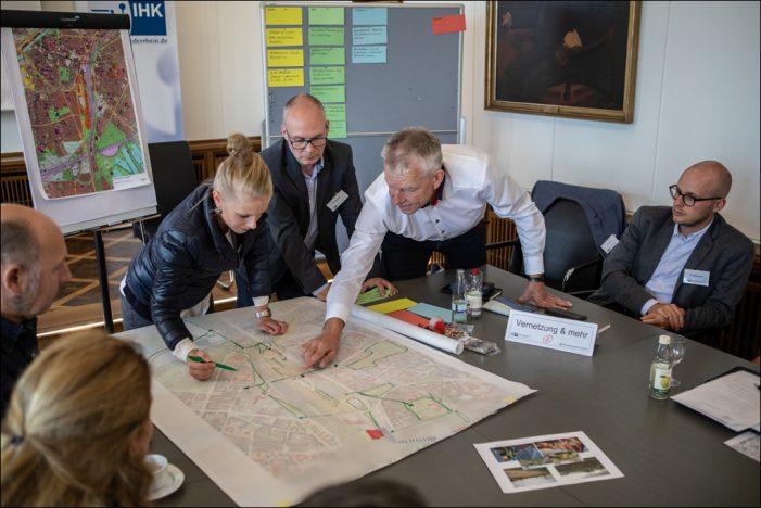 Unternehmer und Fachexperten entwickeln Visionen für das Güterbahnhofgelände in Duisburg