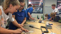Unternehmerverband Duisburg sieht Chancen: Mädchen an die Werkbank
