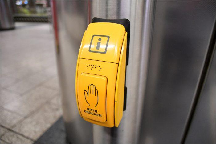 DVG verbessert Fahrgastinformation an Haltestellen in Duisburg